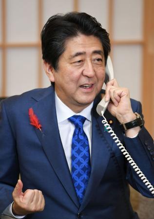 首相、大隅氏を電話で祝福