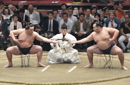 外国人や障害者招き相撲披露