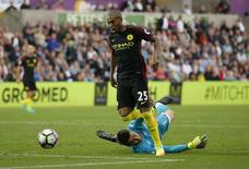 Fernandinho durante partida do Manchester City na Liga Inglesa.   24/09/2016 Action Images via Reuters / Andrew Couldridge Livepic
