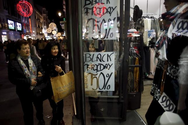 People wait outside a shop during the Black Friday sales in central Madrid, Spain, November 27, 2015. REUTERS/Juan Medina