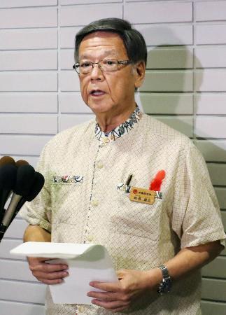 沖縄知事、飛行再開「強く抗議」