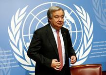 Бывший премьер-министр Португалии Антониу Гутерриш, глава комитета ООН по делам беженцев, на пресс-конференциив Женеве 18 декабря 2015. Гутерриш, скорее всего, станет новым генеральным секретарем ООН, сказали дипломаты. REUTERS/Denis Balibouse/File photo - RTSQWTU