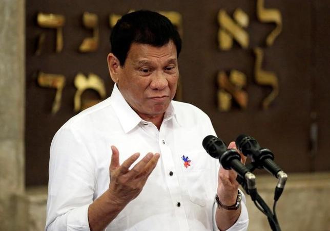 10月6日、フィリピンのヤサイ外相は米国との軍事同盟見直しを表明した同国のドゥテルテ大統領を擁護した。写真はドゥテルテ氏。今月4日、代表撮影。(2016年 ロイター)