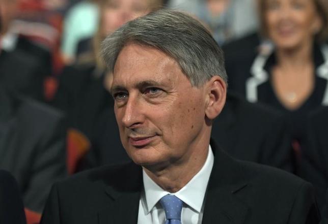10月6日、ハモンド英財務相は1人当たりのGDPを伸ばすことに集中する考えを表明した。英保守党年次大会に出席する財務相。5日撮影。(2016年 ロイター/Toby Melville)
