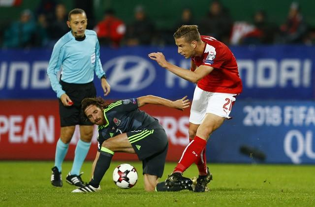 Football Soccer - Austria v Wales - 2018 World Cup Qualifying European Zone - Group D - Ernst Happel Stadium, Vienna, Austria - 6/10/16Wales' Joe Allen in action with Austria's Marc Janko Reuters / Leonhard FoegerLivepic