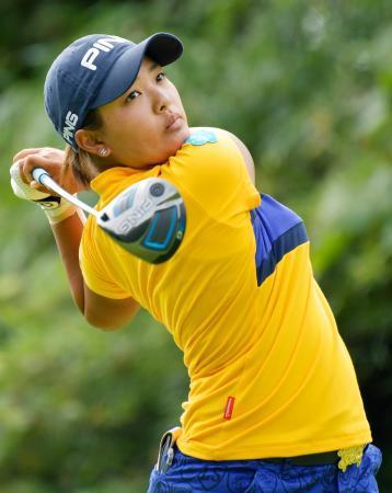 スタンレー女子ゴルフ鈴木ら首位