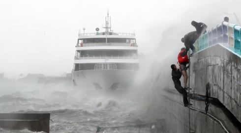 Typhoon Chaba batters South Korea