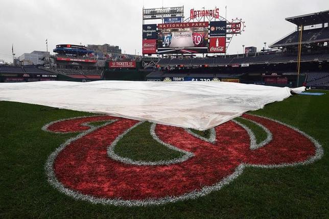 10月8日、MLBナショナル・リーグの地区シリーズ、ワシントンのナショナルズパーク(写真)で予定していたナショナルズ─ドジャースの第2戦は9日に雨天順延となった(2016年 ロイター/Brad Mills-USA TODAY Sports)