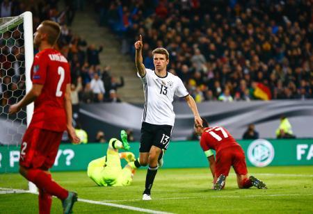 サッカー、ドイツが2連勝
