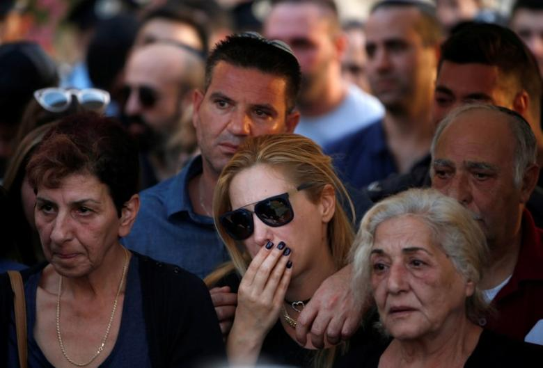 Relatives and friends mourn during the funeral of Israeli policeman Yosef Kirma, who was killed by a Palestinian assailant who fired from a car before being shot dead by Israeli police in Jerusalem, at Mount Herzl cemetery in Jerusalem October 9, 2016. REUTERS/Ronen Zvulun