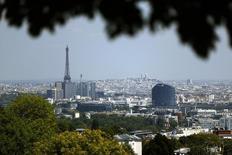 La croissance de l'économie française devrait bien atteindre 0,3% au troisième trimestre, confirme la Banque de France dans sa troisième et dernière estimation. Cette prévision dépasse celle de l'Insee, qui table sur une progression de 0,2% du produit intérieur brut (PIB) sur la période. /Photo d'archives/REUTERS/Charles Platiau