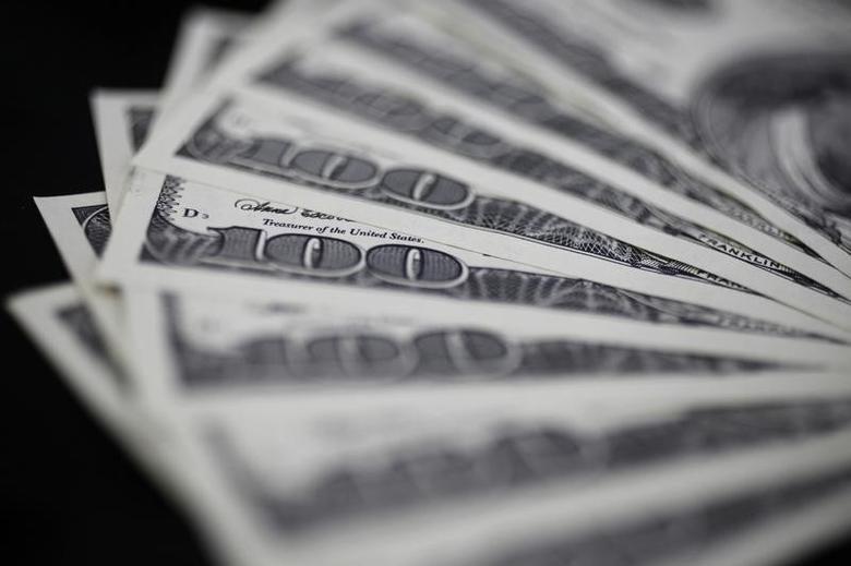 2011年8月2日,百元面值的美元纸币。REUTERS/Yuriko Nakao