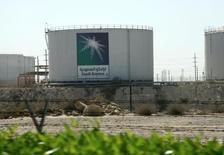 Estanques de la petrolera estatal saudí Aramco en su casa matriz en Dammam, Arabia Saudita, nov 11, 2007. La petrolera estatal saudí Aramco apunta al 2018 para la que podría ser la mayor salida a bolsa del mundo, ya que espera que el precio del petróleo y las condiciones del mercado mejoren en los próximos años, dijo el martes su presidente ejecutivo, Amin Nasser.     REUTERS/ Ali Jarekji/File Photo