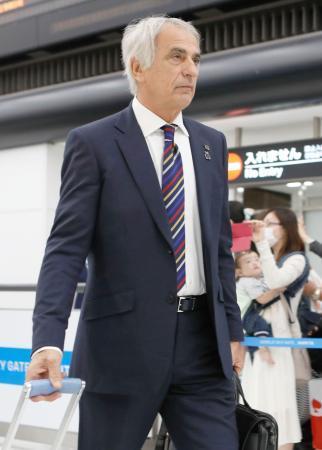 サッカー日本代表が豪州から帰国