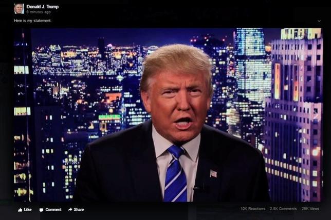 10月10日、ドナルド・トランプ氏は、女性について自身がわいせつな発言をしているビデオテープが公開されたことについて、「ロッカールームでの話」と一蹴したが、そのような態度にロイターがインタビューした女性有権者の多くは懸念を示した。写真は8日深夜以降にSNS上に投稿された謝罪するトランプ氏の動画から。同氏提供(2016年 ロイター/Donald J. Trump via Reuters/Handout)