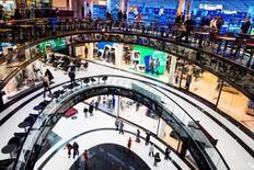 Les prix à la consommation en Allemagne ont augmenté de 0,5% sur un an en septembre et sont restés stables par rapport à août, selon Destatis, l'institut allemand national de la statistique. /Photo d'archives/REUTERS/Thomas Peter