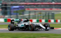Formula One F1 - Japanese Grand Prix - Suzuka Circuit, Japan- 9/10/16.  Mercedes' Lewis Hamilton of Britain in action during the race. REUTERS/Toru Hanai