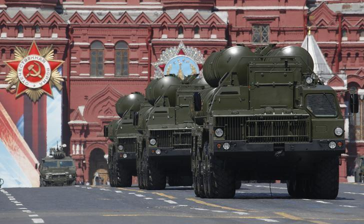 Russian S-400 Triumph medium-range and long-range surface-to-air missile systems drive during the Victory Day parade, marking the 71st anniversary of the victory over Nazi Germany in World War Two, at Red Square in Moscow, Russia, May 9, 2016.     REUTERS/Sergei Karpukhin/files