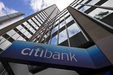 Vista del exterior de la sede corporativa de Citibank en Nueva York, Estados Unidos. 20 de mayo de 2015. Citigroup Inc, el cuarto banco más grande de Estados Unidos por activos, reportó el viernes una ganancia neta en el tercer trimestre que superó las expectativas tras un incremento de 35 por ciento de sus ganancias por intermediación. REUTERS/Mike Segar/Files
