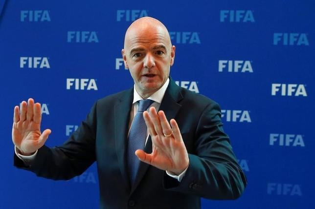 10月14日、国際サッカー連盟はスイスのチューリヒで理事会を開き、2026年W杯の開催地に立候補できる大陸連盟を欧州とアジア以外とし、共催による立候補も可能で、立候補地の数には制限を設けないことを決定した。写真はジャンニ・インファンティノ会長(2016年 ロイター/Arnd Wiegmann)