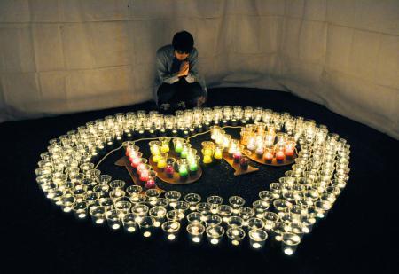 伊豆大島で犠牲者追悼の灯