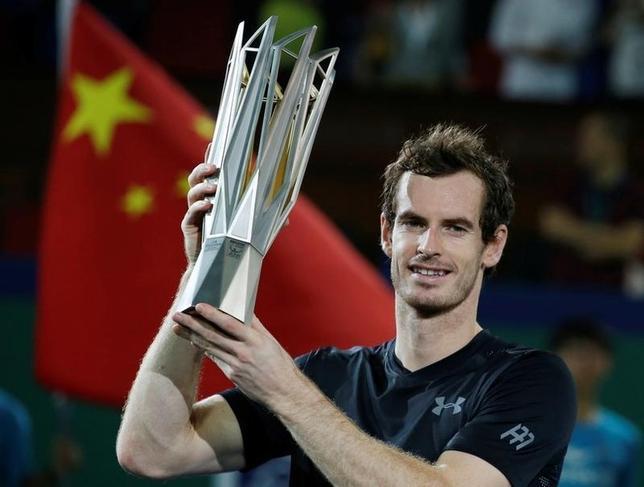 10月16日、男子テニスのマスターズ上海大会はシングルス決勝戦を行い、アンディ・マリー(写真)がロベルト・バウティスタを7─6、6─1で下し、同大会3度目の優勝を果たした(2016年 ロイター/Aly Song)