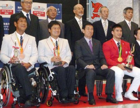 ベイカー選手らに千葉県民栄誉賞