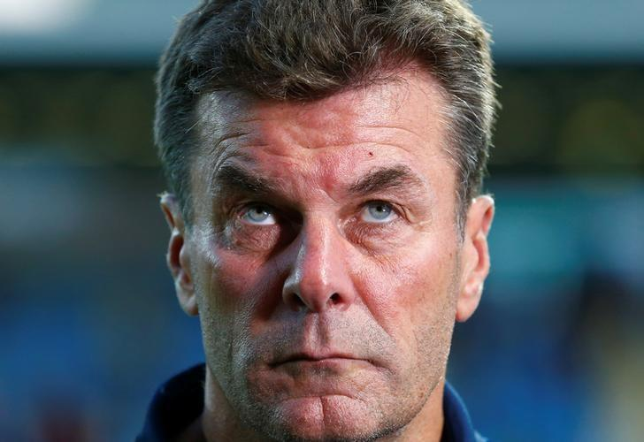 Football Soccer -  FSV Frankfurt 1899 v VfL Wolfburg - German Cup (DFB Pokal) - Frankfurter Volksbank Stadion, Frankfurt, Germany - 20/08/16. VfL Wolfsburg's coach Dieter Hecking looks on prior to their match against FSV Frankfurt 1899. REUTERS/Ralph Orlowski/Files