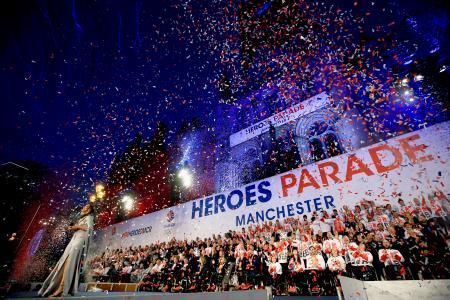 英でリオ五輪・パラのパレード