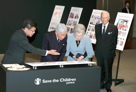 両陛下、慈善ディナー出席