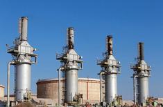 Нефтяной терминал в ливийском городе Эз-Зуэйтина. 14 сентября 2016 года. Нефтяные цены потеряли около 2 процентов в четверг, отдав набранное на предыдущей сессии преимущество из-за фиксации прибыли и на фоне подъема доллара. REUTERS/Esam Omran Al-Fetori