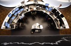 Les Bourses européennes ont terminé jeudi en ordre dispersé mais sans grand changement. Le CAC 40 a perdu 0,02%, le Dax a pris 0,07% et le FTSE a gagné 0,4%. /Photo d'archives/REUTERS/Lisi Niesner