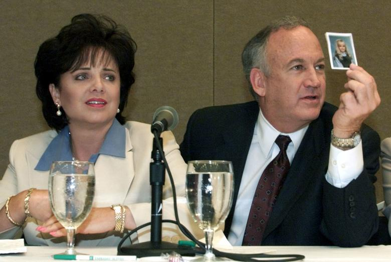 Patsy Ramsey and her husband, John Ramsey (R), produce a picture of JonBenet Ramsey during a press conference in Atlanta where they released the results of an independent lie detector test, May 24, 2000.  REUTERS/Stringer