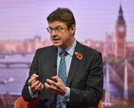Reino Unido intentará conseguir el libre comercio con Europa para su industria automovilística y otras manufactureras después de que el país abandone la Unión Europea, dijo Greg Clark, secretario de estado de Negocios, el domingo. En la imagen, el secretario de estado de Negocios de Reino Unido, Greg Clark, en la BBC en Londres, Reino Unido, el 30 de octubre de 2016. Jeff Overs/Courtesy of the BBC/Handout