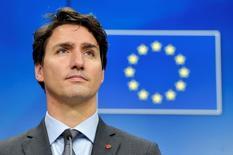 Премьер-министр Канады Джастин Трюдо на пресс-конференции после подписания торгового соглашения с ЕС в Брюсселе 30 октября 2016 года. Евросоюз и Канада в воскресенье подписали соглашение о свободной торговле, которому противились левые критики глобализации.  REUTERS/Eric Vidal
