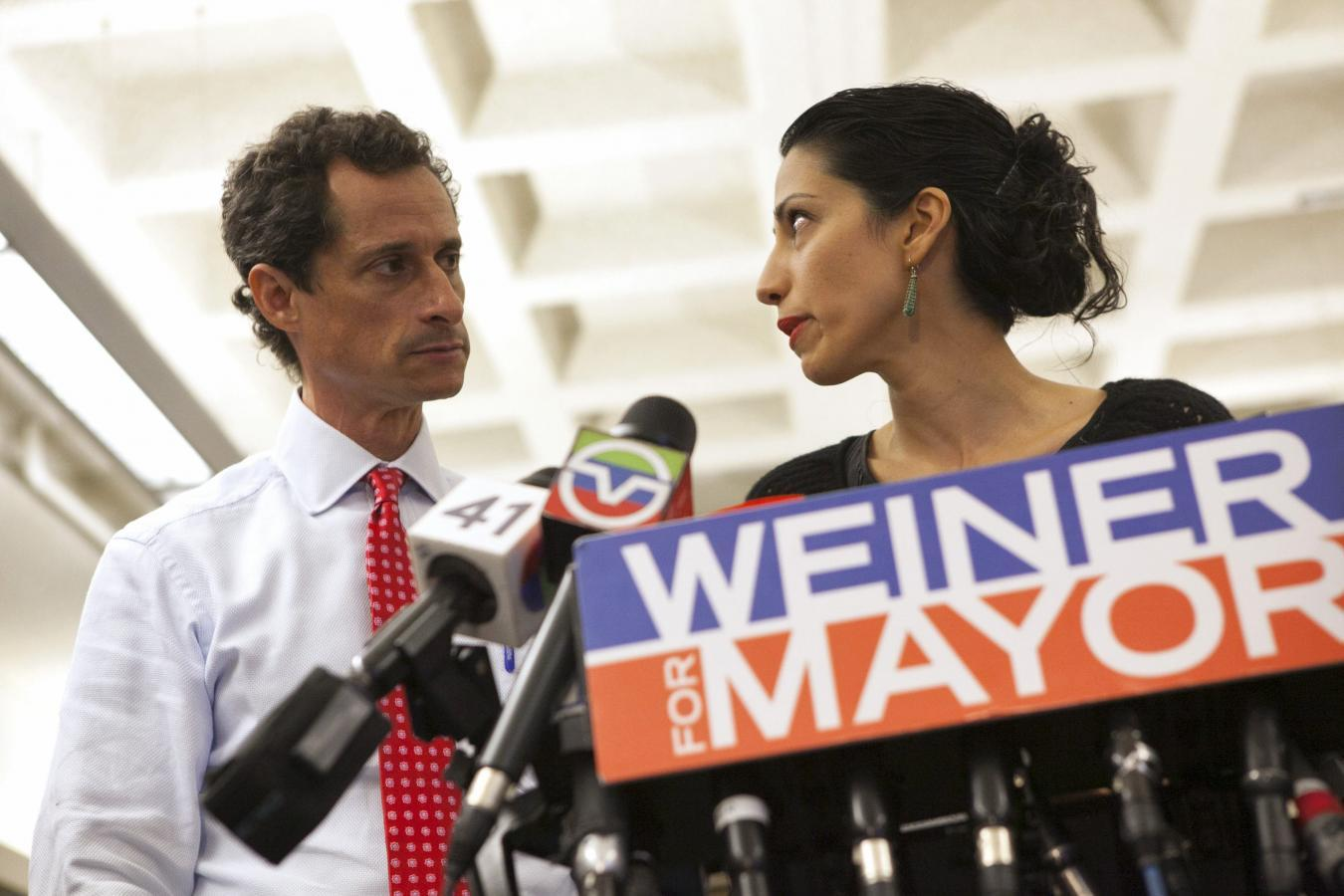 Anthony Weiner checks into sex addiction rehab clinic: Daily Mail