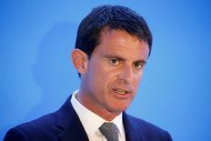 """Manuel Valls au lancement de """"Choose Paris Region"""" un dispositif qui se présente comme un point d'entrée pour les entreprises étrangères qui envisagent de s'installer en région parisienne, avec une prise en charge globale qui couvrira le cadre réglementaire, fiscal et social mais aussi l'accueil des salariés et de leurs familles. /Photo prise le 3 novembre 2016/REUTERS/Charles Platiau"""