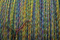Des câbles dans une usine de Nexans au nord de l'Espagne. Le fabricant de câbles a annoncé vendredi avoir enregistré au troisième un chiffre d'affaires en baisse de plus de 7% à 1,4 milliard d'euros et anticipe une croissance en berne pour l'ensemble de l'année. /Photo d'archives/REUTERS/Victor Fraile