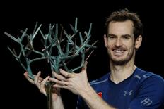 Tennis - Paris Masters tennis tournament men's singles final - Andy Murray of Britain v John Isner of the U.S. - Paris, France - 6/11/2016 - Andy Murray poses for pictures after winning. REUTERS/Gonzalo Fuentes