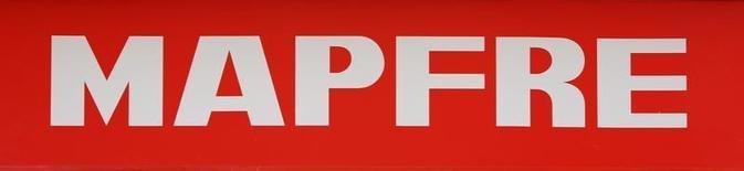 El mal comportamiento de los negocios de Latinoamérica por el efecto divisa lastró las primas y el beneficio neto de Mapfre, bajando a septiembre a un ritmo del 1,3 y el 3,3 por ciento, respectivamente, aunque la fortaleza en España sostuvo las cuentas. En la imagen de archivo, el logo de Mapfre en Sevilla, el 14 de marzo de 2016. REUTERS/Marcelo del Pozo