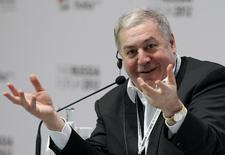Бизнесмен Михаил Гуцериев на форуме в Москве 2 февраля 2012 года. Средняя по объемам добычи нефти в РФ - Русснефть планирует в ходе IPO предложить инвесторам 20 процентов обыкновенных акций, что составляет 15 процентов уставного капитала, сообщила компания. REUTERS/Anton Golubev