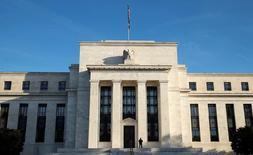 """El edificio de la Reserva Federal de Estados Unidos en Washington, oct 12, 2016. En Estados Unidos, con un nuevo mandatario, se verán """"cambios"""" en la política económica, advirtió el lunes el presidente de la Reserva Federal de Dallas, Robert Kaplan, al instar a una política fiscal """"inteligente"""" para impulsar el crecimiento a largo plazo.  REUTERS/Kevin Lamarque"""