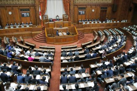 国家公務員、改正給与法が成立