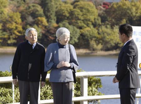 両陛下、最大級のため池を見学