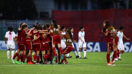 サッカー女子日本敗れ1勝1敗に