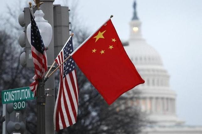 11月16日、米議会の諮問機関である米中経済安全保障調査委は年次報告書で、中国国有企業による米企業の買収を阻止するために行動するよう求めた。ワシントンで2011年1月撮影(2016年 ロイター/HYUNGWON KANG)