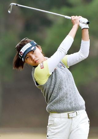 女子ゴルフ、ルーが単独首位