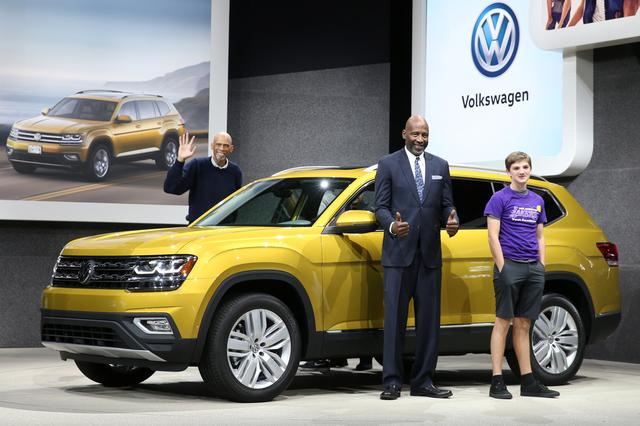 volkswagen agrees deal with unions to cut 30 000 jobs reuters. Black Bedroom Furniture Sets. Home Design Ideas