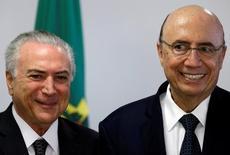 O presidente brasileiro Michel Temer ao lado do Ministro da Fazenda, Henrique Meirelles, durante reunião em Brasília 13/07/2016 REUTERS/Ueslei Marcelino