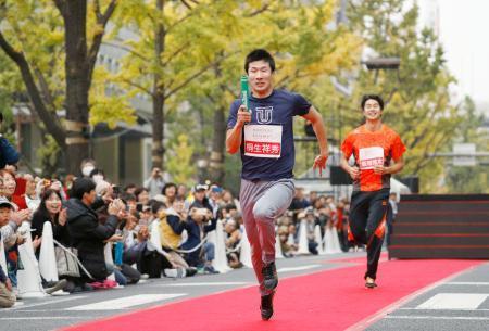 大阪で疾走、五輪リレー感動再現
